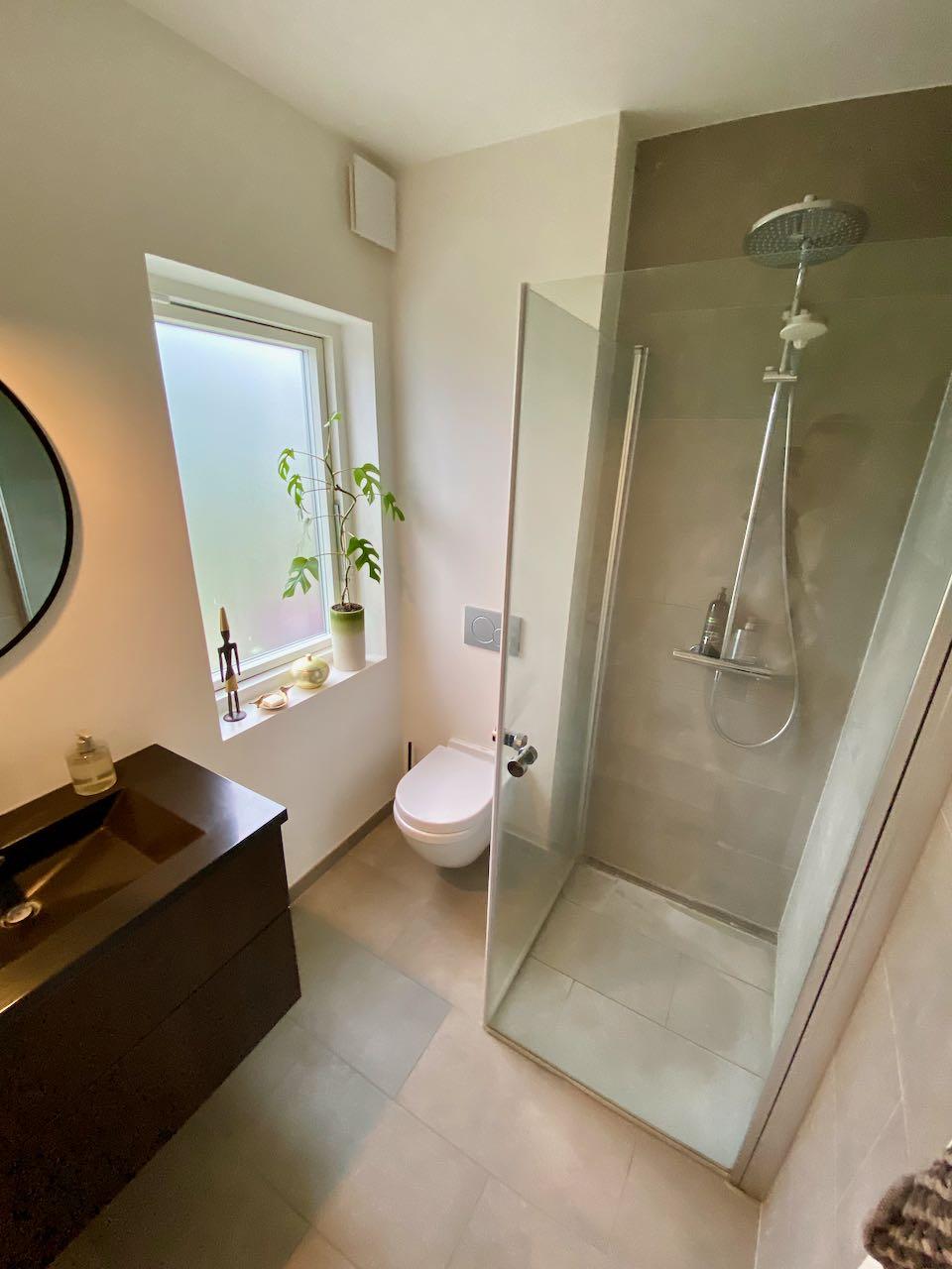 Bæredygtigt badeværelse mellemstort hørsholm renovering badcompagniet