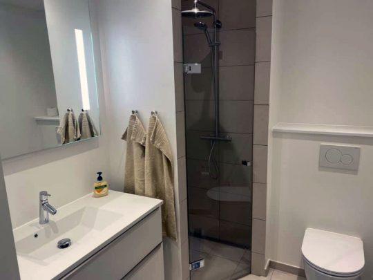 Renoveret badeværelse af Badcompagniet